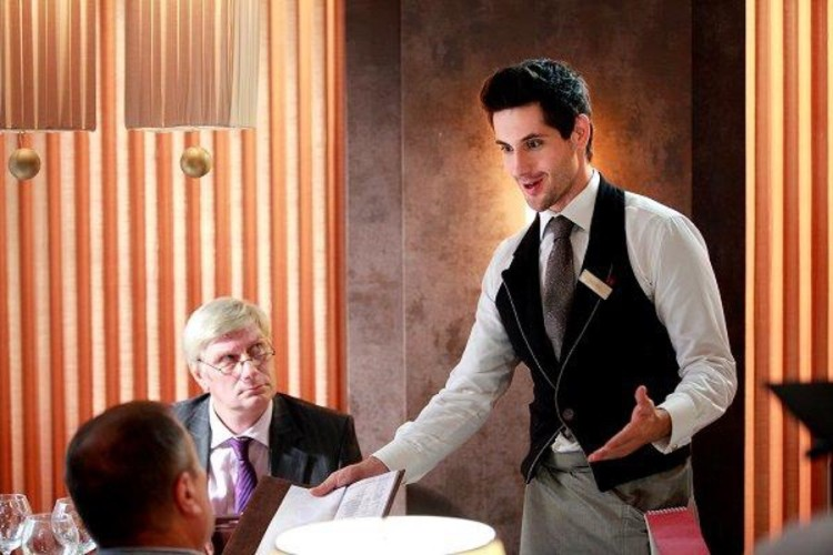 Работа официантом - Как устроиться на работу официантом?